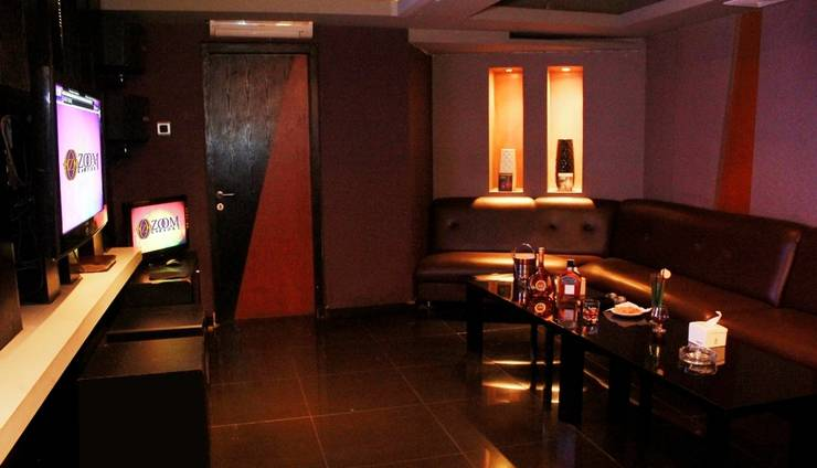 Aston Primera Pasteur - Karaoke Room