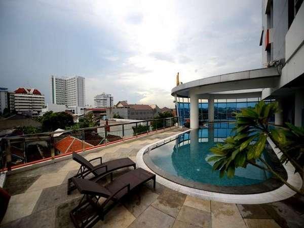High Point Surabaya - Kolam Renang