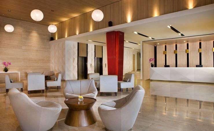 Hotel Santika Mega City Bekasi - Lobby with Staff
