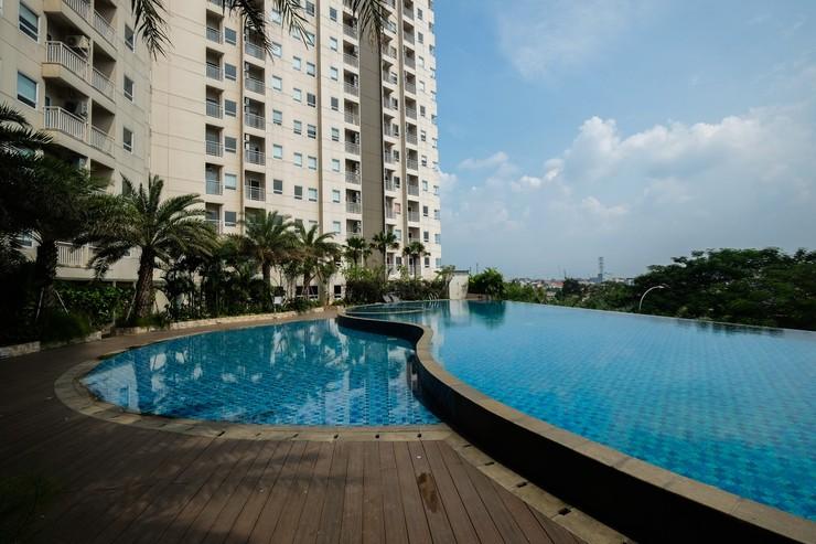 Mustika Golf Apartment By Travelio Bekasi - Kolam renang