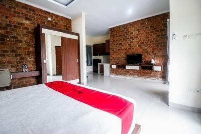 RedDoorz Plus near Kualanamu Airport Medan - Bedroom