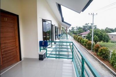 RedDoorz Plus near Kualanamu Airport Medan - Terrace