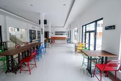 RedDoorz Plus near Kualanamu Airport Medan - Resto