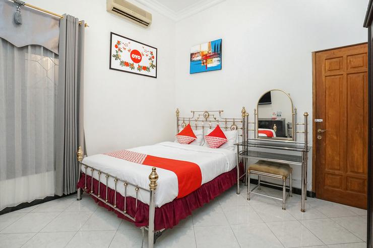 OYO 631 Tjahaja Baroe Residence Syariah Surabaya - Bedroom