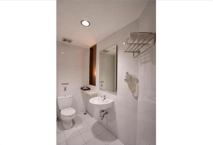 Tilamas Hotel Surabaya - Bathroom