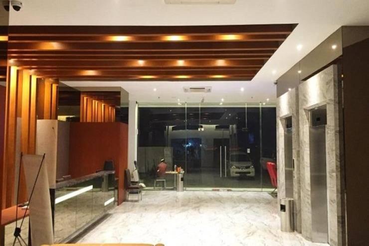 The Crew Hotel Kno Medan - Resepsionis