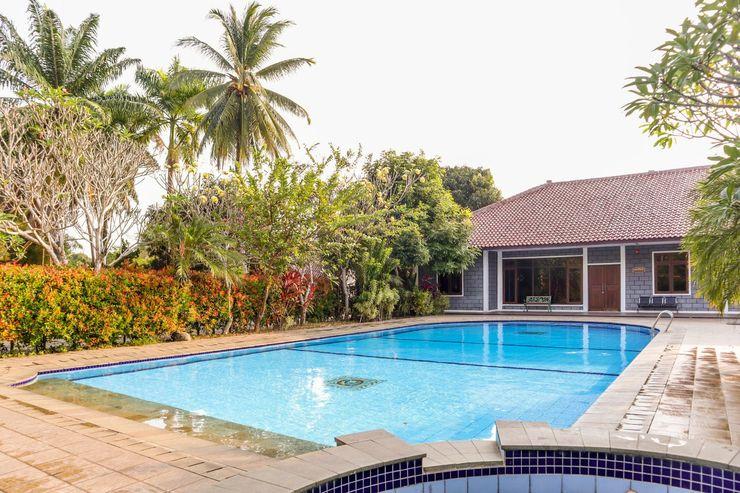 OYO 1395 Carita Asri Villas & Resort Pandeglang - Swimming Pool