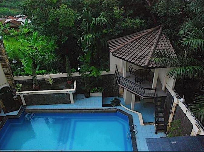Scarlet Bukit Pakar Hotel Bandung - Swimming Pool
