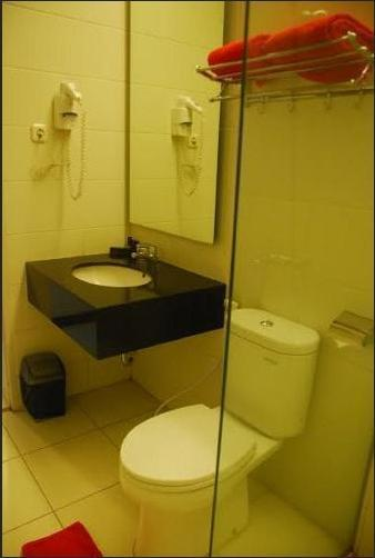 Scarlet Bukit Pakar Hotel Bandung - Junior Executive Bathroom