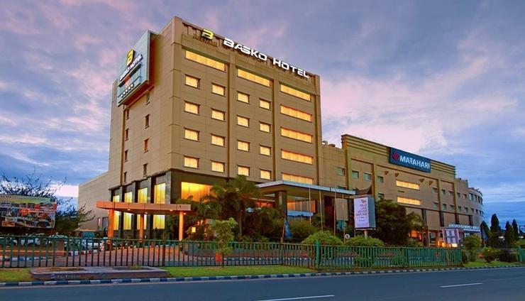 Premier Basko Hotel by LARIZ Padang - Facade