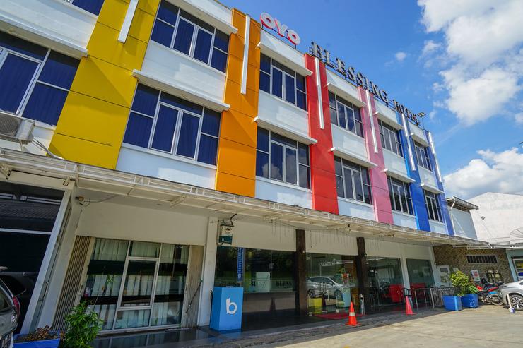 OYO 575 Blessing Hotel Palembang - Facade