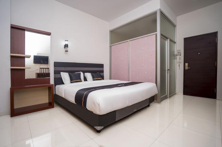 OYO 2695 D'es Guest House Samarinda - Deluxe Double