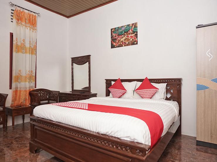 OYO 2410 Intan Hotel Karo - Bedroom