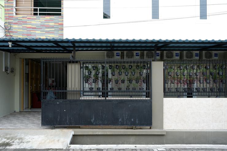 RedDoorz Hostel near Kota Lama Semarang Semarang - Photo