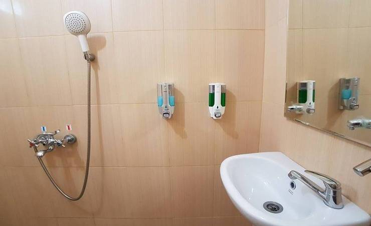 NIDA Rooms Yani 5 Purwakarta - Kamar mandi