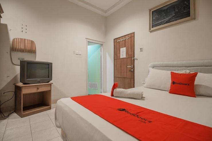 RedDoorz near Taman Bekapai 2 Balikpapan - Guestroom