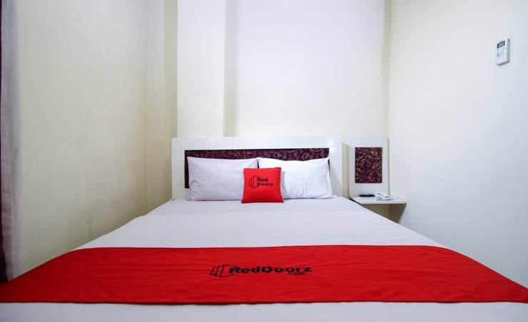 RedDoorz Plus near Jogja Expo Center Yogyakarta - Kamar Tamu