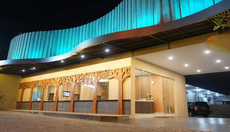FixOn Capsule Hotel Banyumas - Exterior