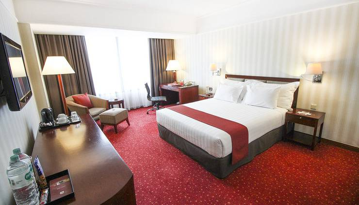 Redtop Hotel & Convention Center Jakarta - Deluxe King Bed