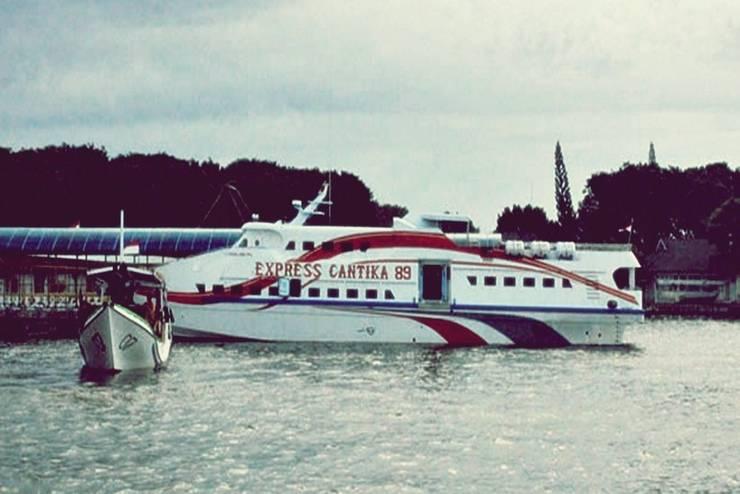 Arys Lagoon Karimunjawa Jawa Tengah - Speed Boat