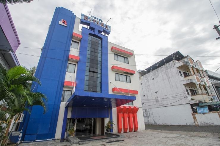 RedDoorz Plus near Taman Siring Banjarmasin - Exterior