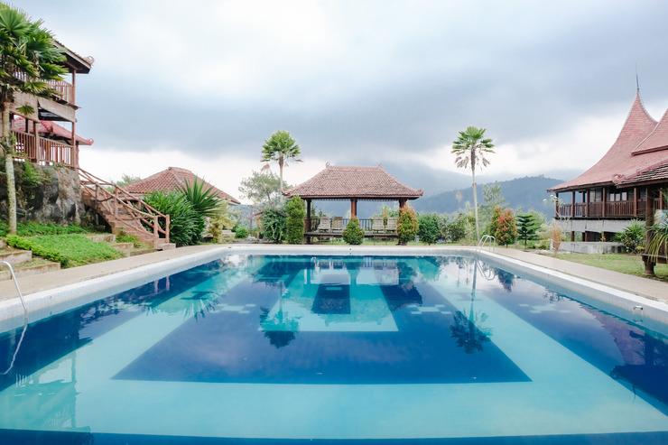 Capital O 892 Grand Pujon View Hotel And Resort Malang - Swimming Pool