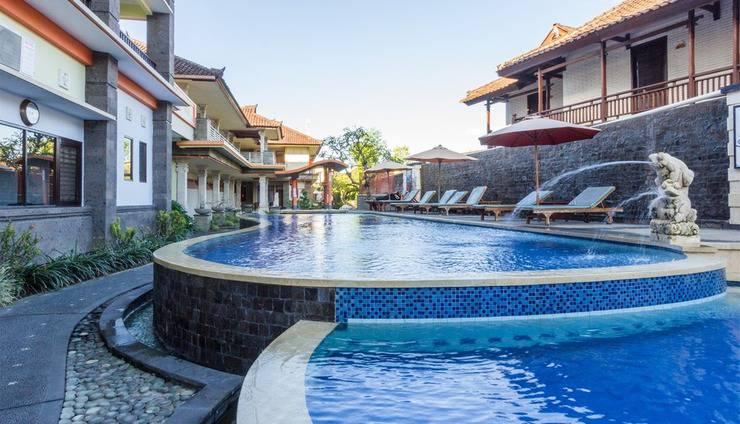 RedDoorz @Padma Utara 3 Bali - Kolam Renang
