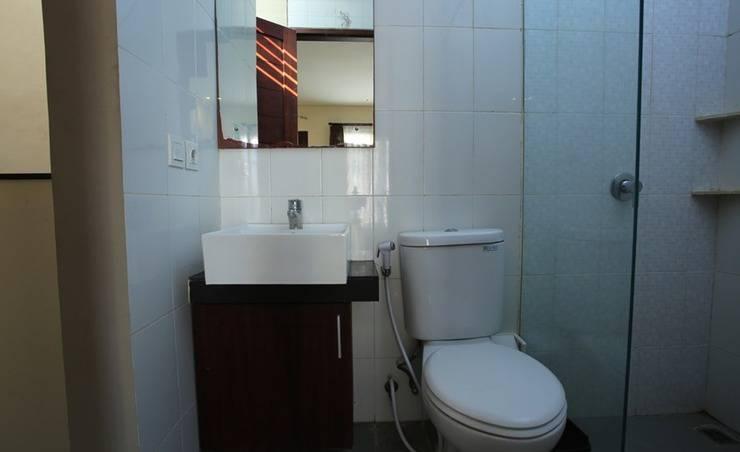 RedDoorz @Pura Demak Marlboro Bali - Bathroom