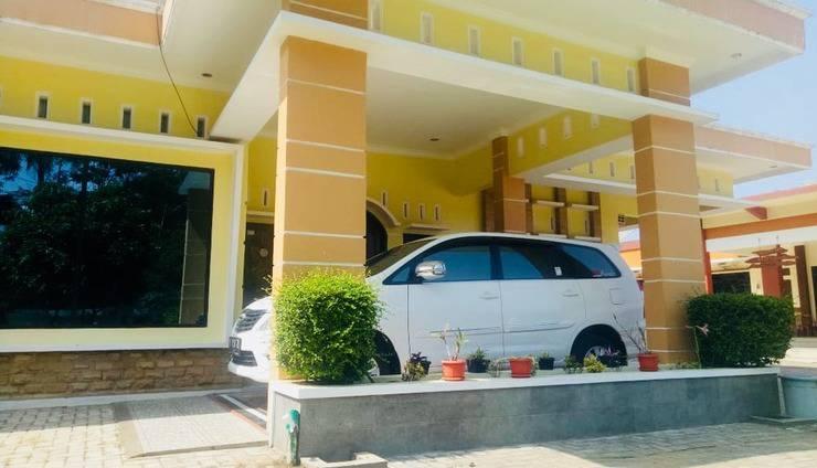 Ahlen Pangandaran - villa carport