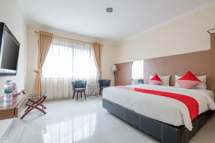 OYO 317 New Legend Hotel Makassar - Bedroom
