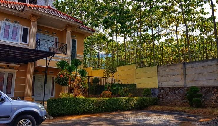 Villa Chatarina Malang - Exterior