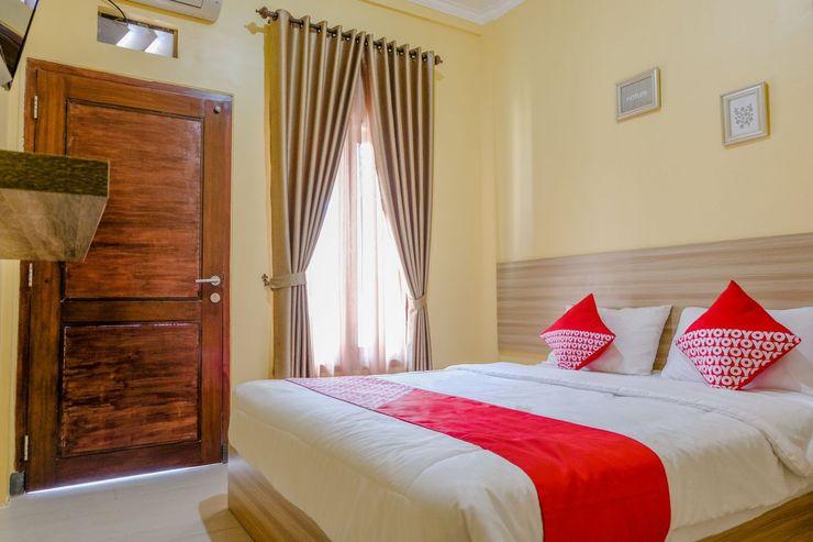 OYO 1566 El Reyshi Family Residence Banyuwangi - Bedroom