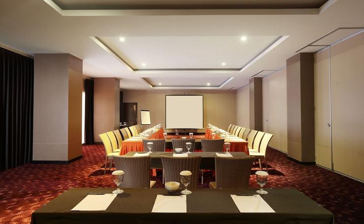 The 1O1 Malang OJ - Meeting Facility