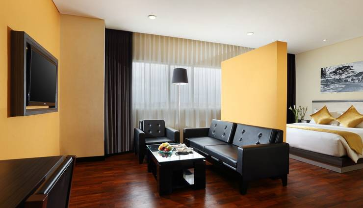 The 1O1 Malang OJ - Super Deluxe Room, Kamar tidur dengan ruang tamu mini 45 m2