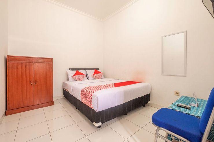 OYO 2418 Sutanto Guest House Bandung - Bedroom