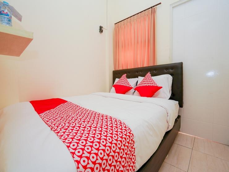 OYO 1641 Griya Aara Syariah Surabaya - Bedroom