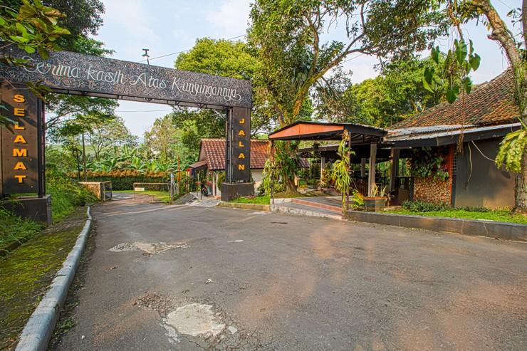 Wisma Atlet Sentul City Bogor - Entrance/Exit