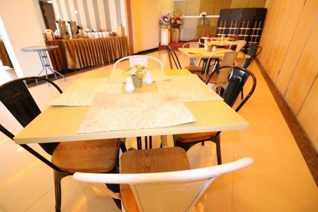 NIDA Rooms Mall Panakkukang Makassar - Restaurant