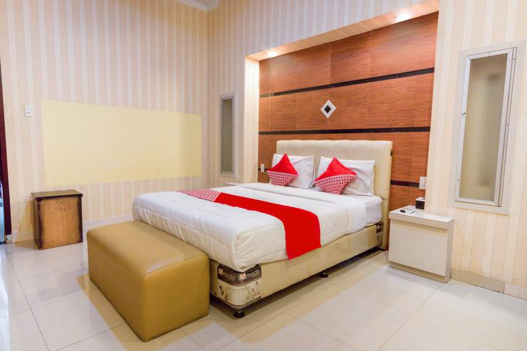 OYO 3023 Yellow Residence Medan - Bedroom