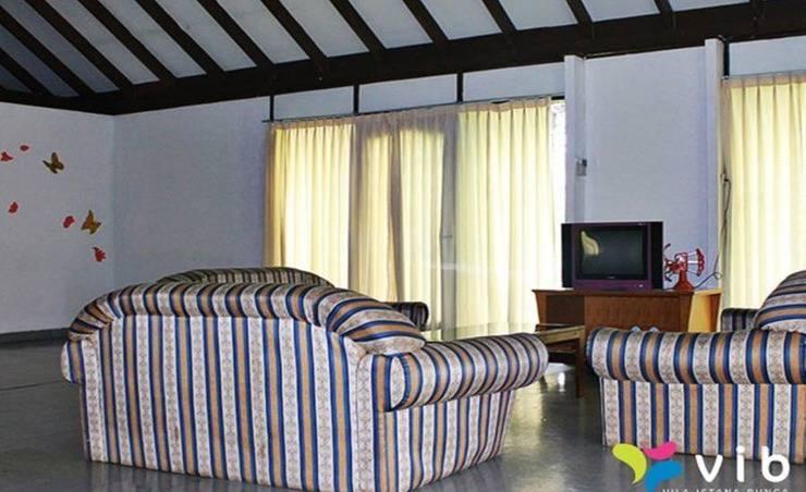 Villa Salfia Istana Bunga Lembang Bandung - Ruang tamu