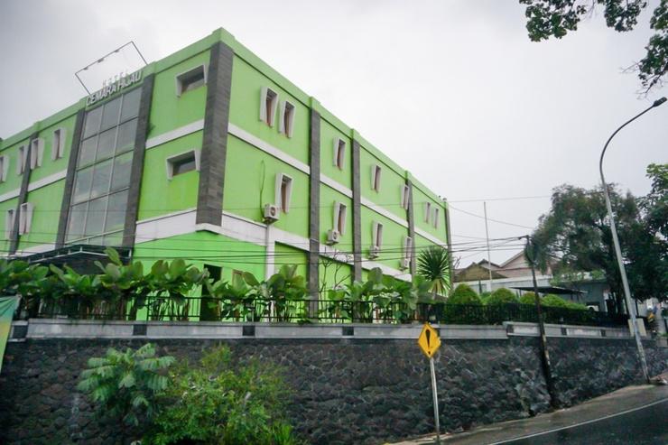 RedDoorz near Farmhouse 3 Bandung - Bangunan Properti