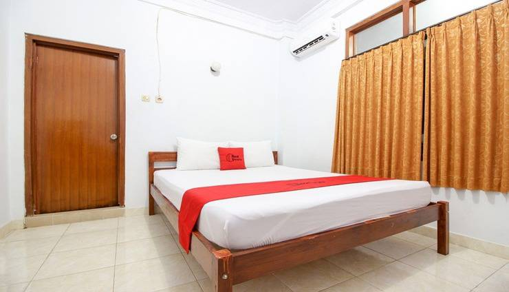 RedDoorz Plus near Alun Alun Selatan Yogyakarta - Room