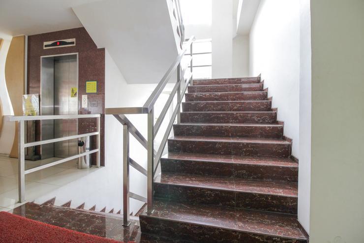 Airy Lowokwaru Sutoyo 22 Malang - Stairs
