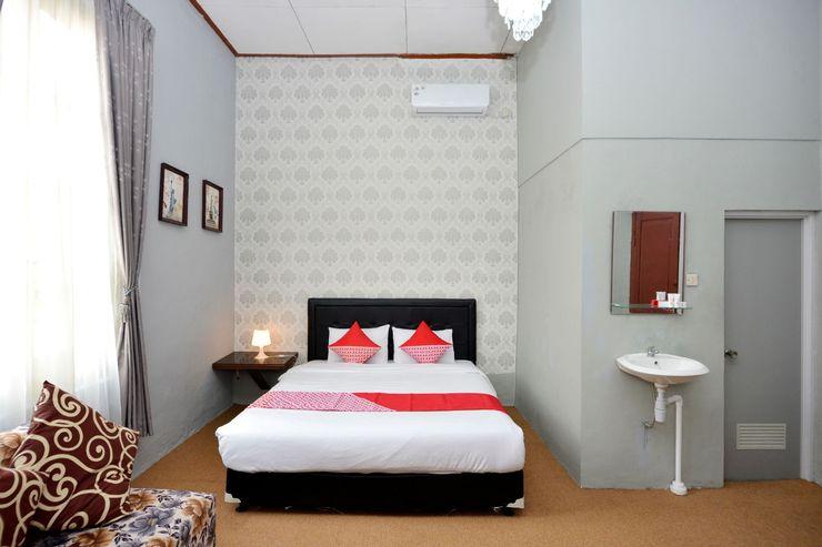 OYO 1303 Golden Inn 2 Near RS Bethesda Yogyakarta - Bedroom