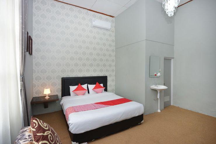 OYO 1303 Golden Inn 2 Yogyakarta - Bedroom