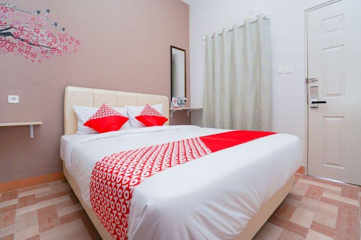 OYO 1043 Sofie Syariah Surabaya - Bedroom