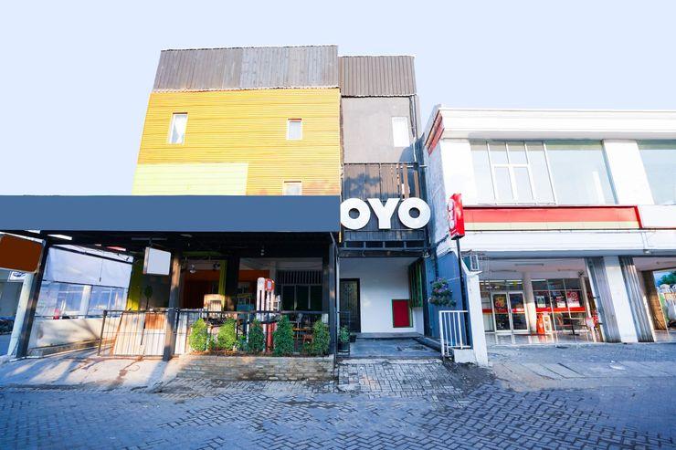 OYO 1043 Sofie Syariah Surabaya - Facade