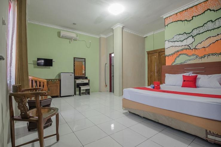 RedDoorz near Samarinda Square Samarinda - Guestroom