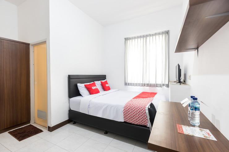OYO 1598 Feby Inn Jakarta - Bedroom S/D