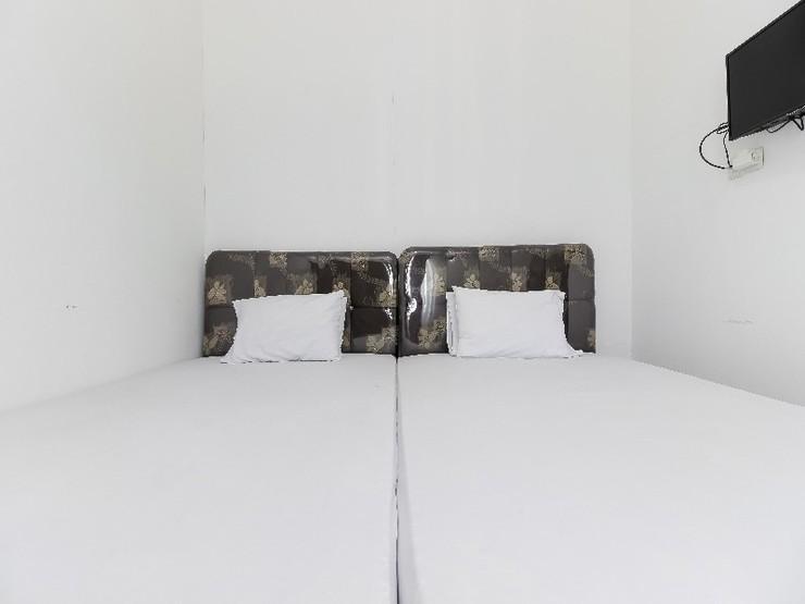 Jopes Homestay Manado - Guestroom